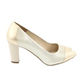 Geel Pumped schoenen Gamis 1525 goud