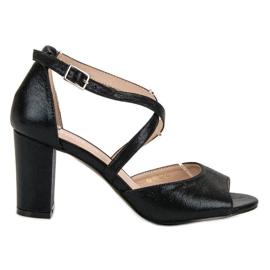 Zwarte sandalen op de UP-post van VINCEZA