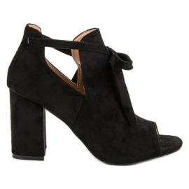 Vinceza Opgezette sandalen aan een bar zwart