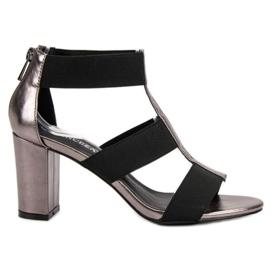Modieuze sandalen op de UP-post van VINCEZA grijs