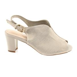 Sandalen op de post Sergio Leone 800
