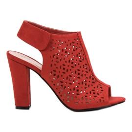 Queen Vivi rood Opengewerkte sandalen met een bovenwerk