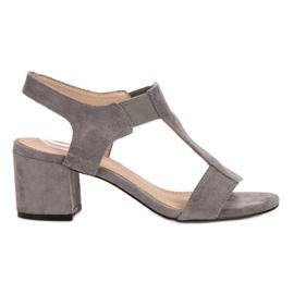 Evento grijs Glijdende sandalen op een balk