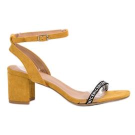 Ideal Shoes geel Stijlvolle Suède sandalen