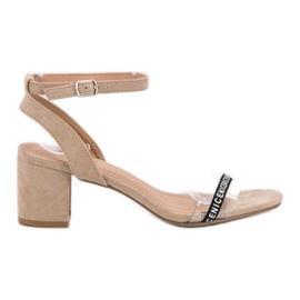 Ideal Shoes bruin Stijlvolle Suède sandalen
