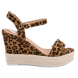 Ideal Shoes Stijlvolle sandalen op sleehak bruin