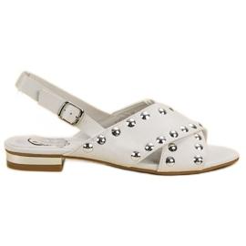 Kylie Witte sandalen vastgemaakt met een gesp