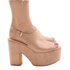 Roze sandalen op een massieve 8263CA-steen