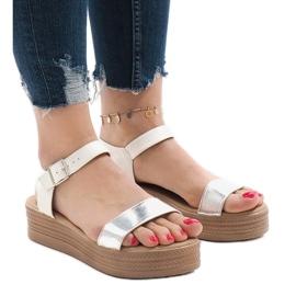 Witte sandalen op platform 22-07
