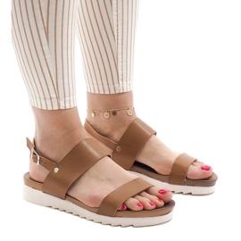 Bruin Camel platte sandalen met een gesp CZTZ-2K122-4
