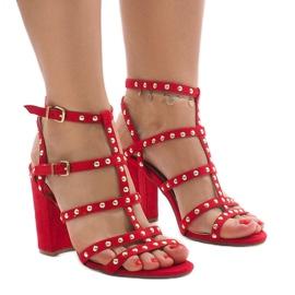 Rode sandalen op de post 168-163 rood