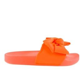 Oranje flip-flops met een neon MU-6 strik