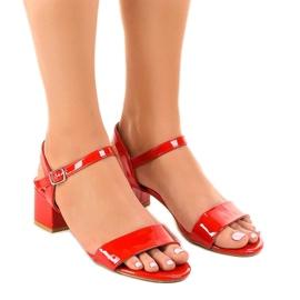 Rood Rode sandalen op de Qla-93 gelakte paal