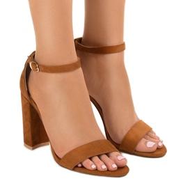 Bruine elegante sandalen op de post LA-106