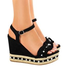 Zwarte sandalen op wigkralen 2445