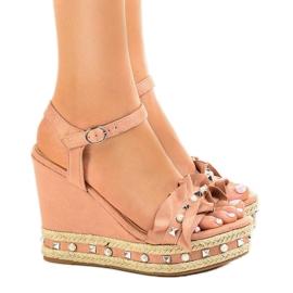 Roze sandalen op wigkralen 2445