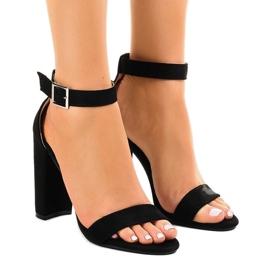 Zwarte sandalen op de paal met gesp 369-18