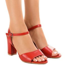 Rode sandalen op de post blootgestelde FZ583 rood