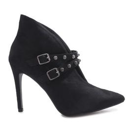 Zwarte laarzen op een Karine-hak