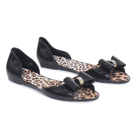 Zwarte meliski-sandalen met een strik van Nelly