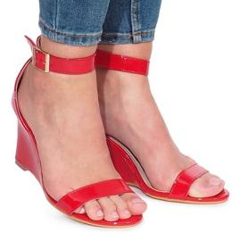 Rood Rode gelakte sandalen met gail-sleehakken