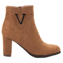 Vinceza Suede Booties On A Bar bruin