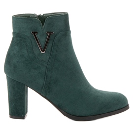 Vinceza Suede Booties On A Bar groen