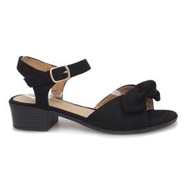 Zwarte sandalen met hoge hakken