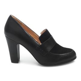 Schoenen op een paal D11 Zwart