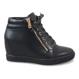 Zwarte sneakers met een gouden TL-22 schuifregelaar