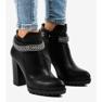 Zwarte laarzen op de paal met een ketting 13X992-51A