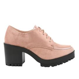 Roze laarzen op een stevige HQ651-paal
