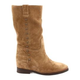Suède laarzen op een sleehak Badura 9441 bruin