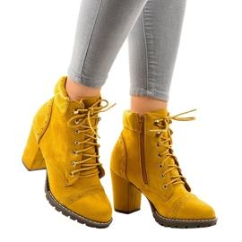 Gele suède laarzen op de paal 995-31 geel