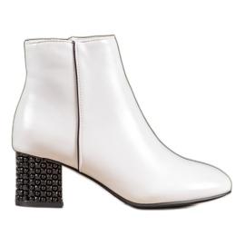 SHELOVET Witte laarzen met een decoratieve hak