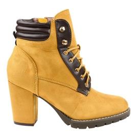 Gele suede laarzen op de post 995-37 geel