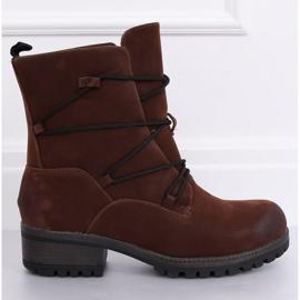 Bruine laarzen op een bruine K1936104 Marron