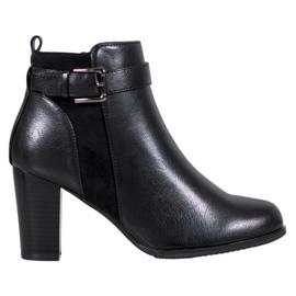 J. Star Warme laarzen met een gesp zwart