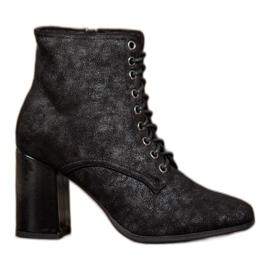 Kylie Gebonden laarzen op een balk zwart