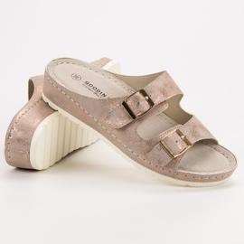 Goodin Slippers met gesp roze 1