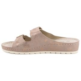 Goodin Slippers met gesp roze 4