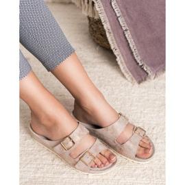 Goodin Slippers met gesp roze 2