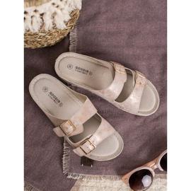 Goodin Slippers met gesp roze 5