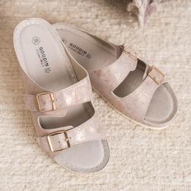 Goodin Slippers met gesp roze 6