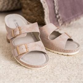 Goodin Slippers met gesp roze 7