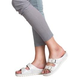 Goodin Slippers met gesp 1