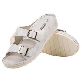 Goodin Slippers met gesp 3