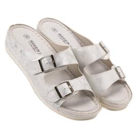 Goodin Slippers met gesp 4