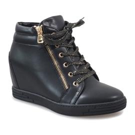 Zwarte sneakers met een gouden TL-22 schuifregelaar 1