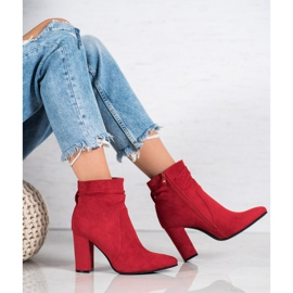 Ideal Shoes Suede Booties On A Bar rood 6